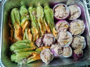 Fiori di zucca e cipolle ripieni