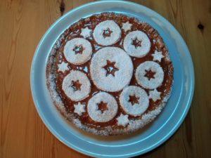 Crostata con frolla al cocco e marmellata di susine