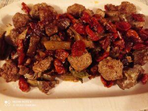 Polpettine carciofi e pomodori secchi.
