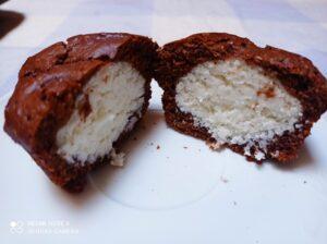 Muffin al cioccolato con cuore di cocco