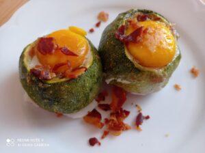 Zucchini tondi con uova e pancetta croccante